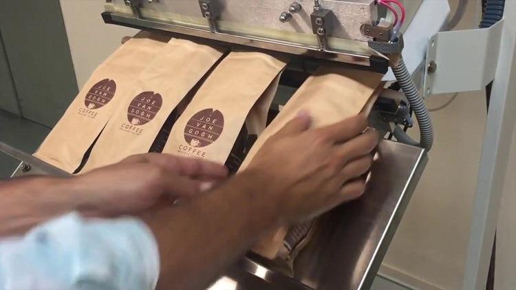 Sử dụng máy đóng gói cafe hòa tan cung ứng cho thị trường cà phê nhộn nhịp
